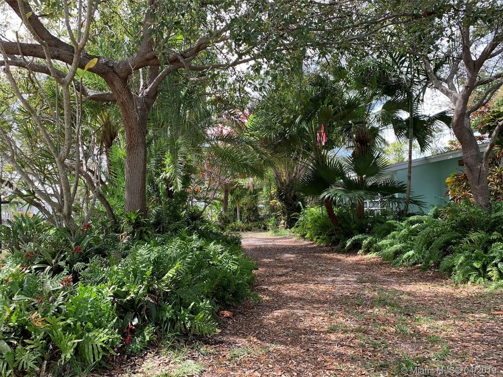 9731 Jamaica Dr, Cutler Bay, FL 33189