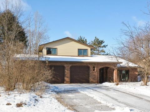 2315 Quinwood Ln N, Plymouth, MN 55441