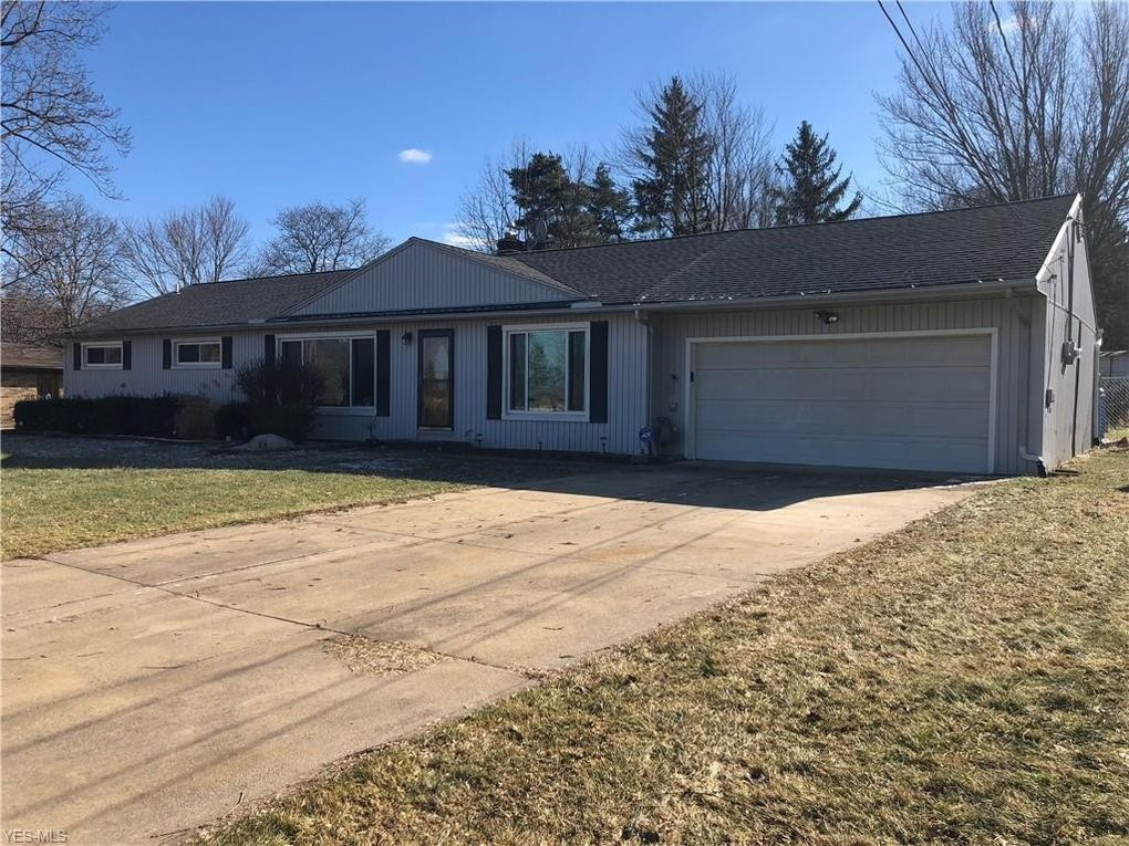 16741 Northview Dr, Strongsville, OH 44136