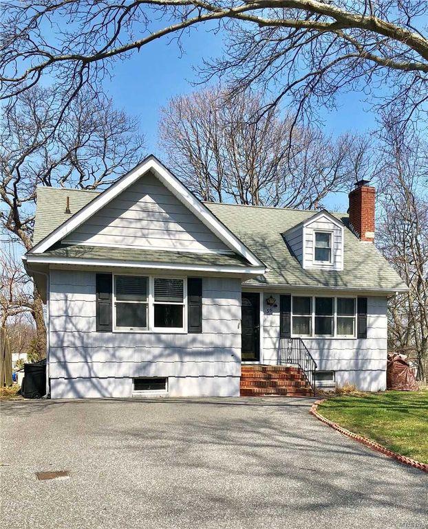 56 Zenith Rd, Rocky Point, NY 11778