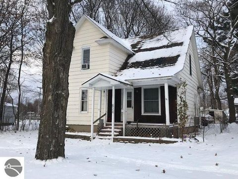 Photo of 824 Cotey St, Cadillac, MI 49601