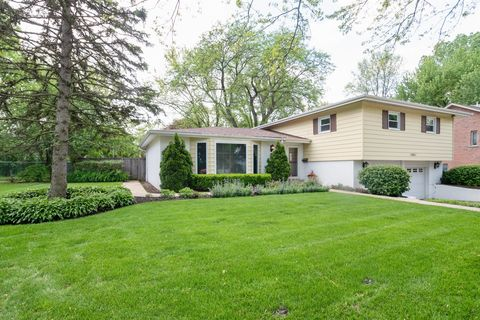 Photo of 1661 Cranshire Ct, Deerfield, IL 60015