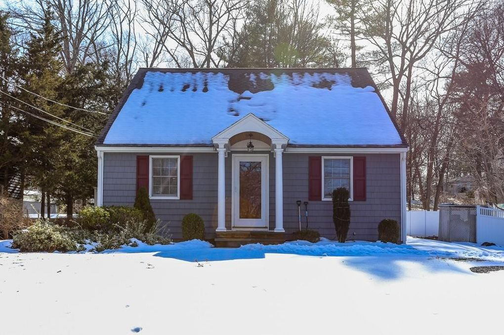 88 Lakeshore Dr, Georgetown, MA 01833