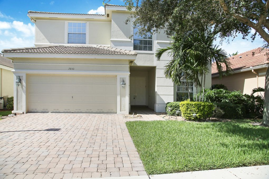 7850 Monarch Ct, Delray Beach, FL 33446