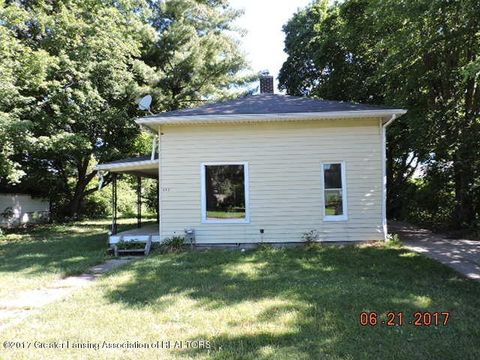 305 Union St, Grand Ledge, MI 48837
