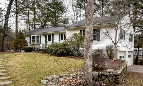 11 Meeting House Hill Rd, Dover, MA 02030