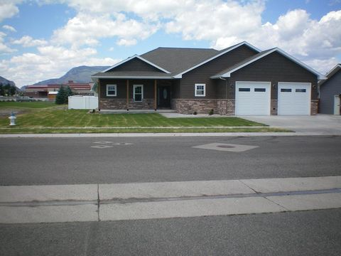 Photo of 931 33rd St, Cody, WY 82414