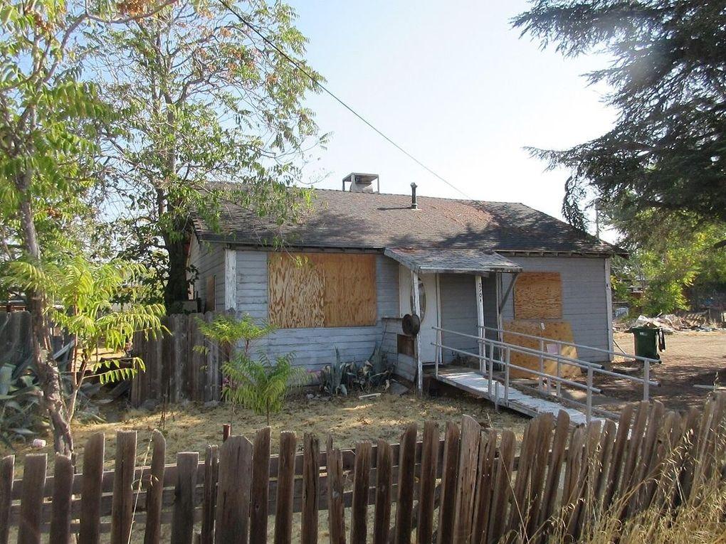 2701 Sycamore Ln Anderson, CA 96007