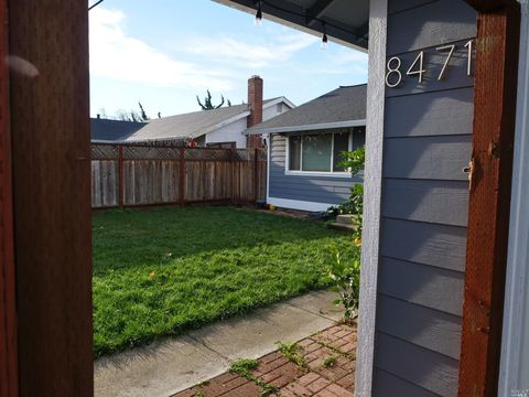 8471 Larch Ave, Cotati, CA 94931