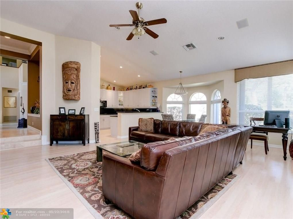12512 Nw 58th Mnr, Coral Springs, FL 33076