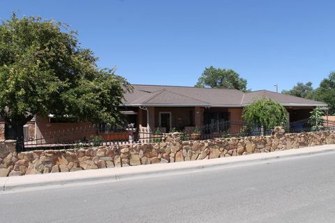 701 Mountain View St, Espanola, NM 87532