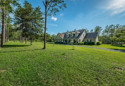 Photo of 17427 Country Squire Ln, Dade City, FL 33523