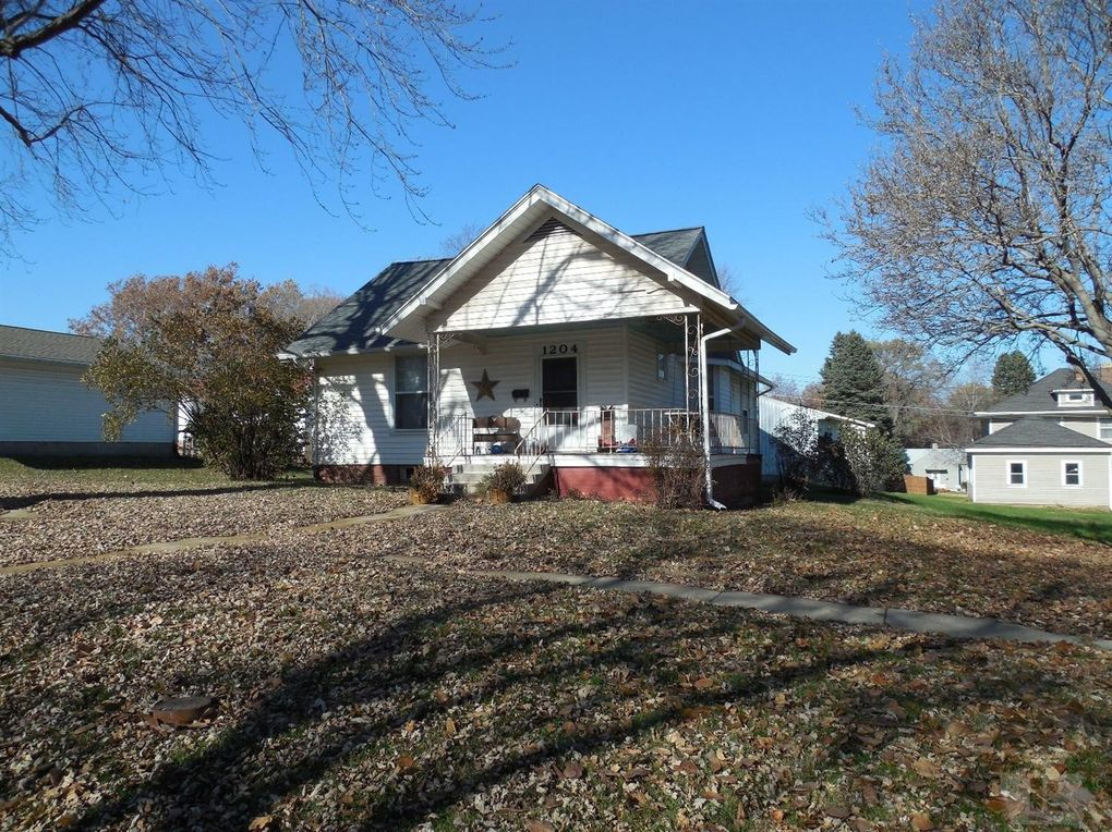 1204 Maple St Tarkio, MO 64491