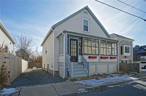 Photo of 37 Simmons St, Newport, RI 02840