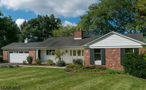 1021 Greenbriar Dr, State College, PA 16801
