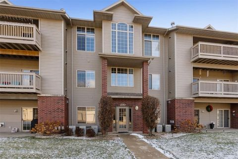 Photo of 250 Cimarron Dr Unit 207, Hiawatha, IA 52233