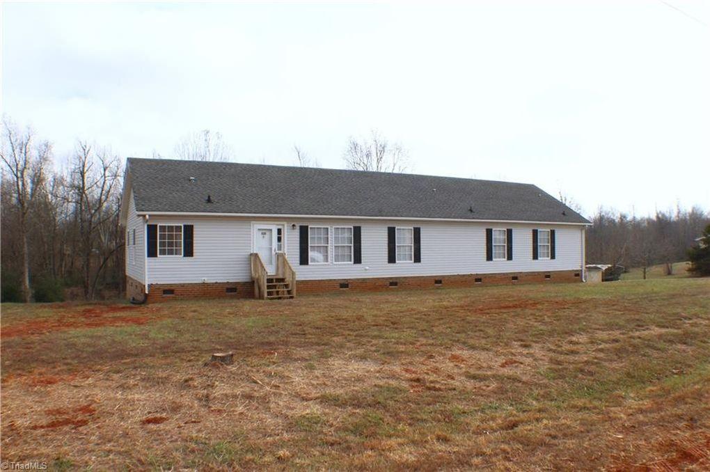 6538 Oak Hollow Dr Snow Camp, NC 27349