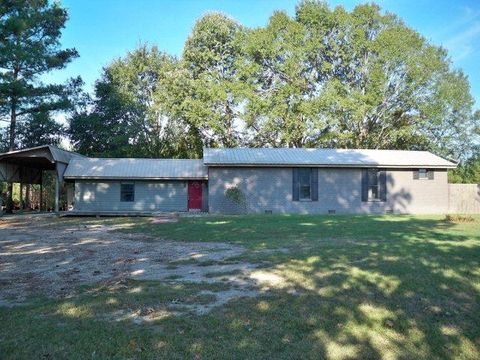 62 County Road 195, Stringer, MS 39481