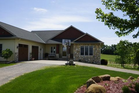 Photo of 17636 Lakewood Rd, Eden Valley, MN 55329