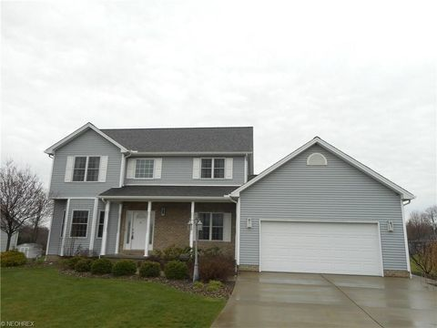 10270 Carrousel Woods Dr, New Middletown, OH 44442