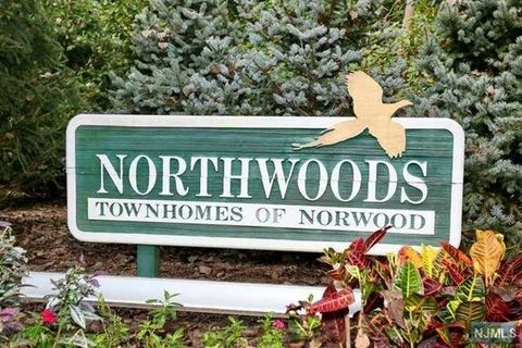 848 Hemlock Ct, Norwood, NJ 07648