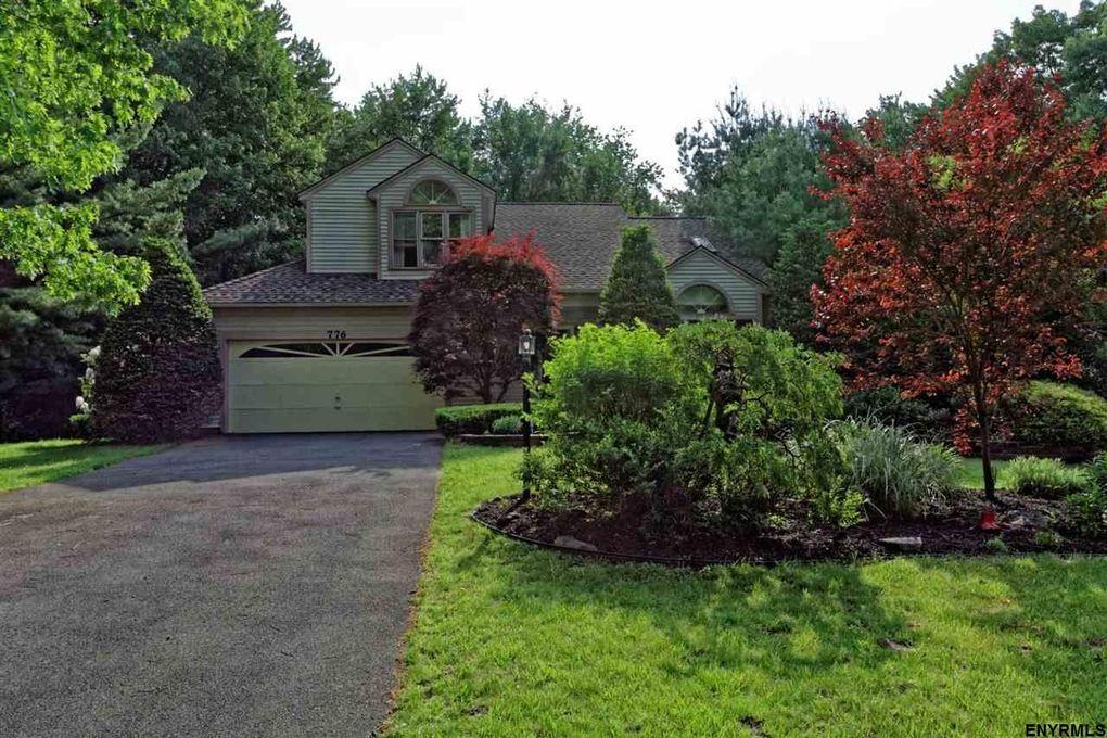 776 Red Oak Dr, Niskayuna, NY 12309