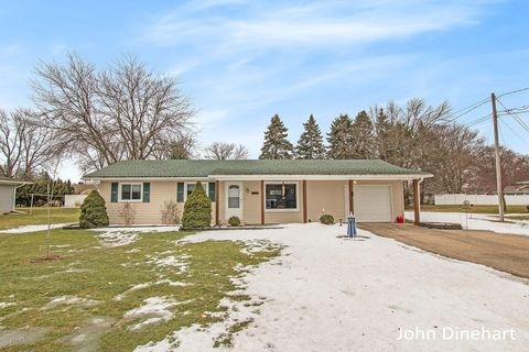 Photo of 113 Greenfield Dr, Ionia, MI 48846