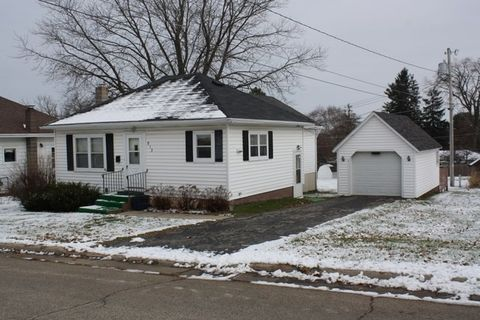 Photo of 913 N Main St, Dodgeville, WI 53533