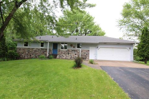 Photo of 914 Weeping Willow Ct, Wisconsin Rapids, WI 54494