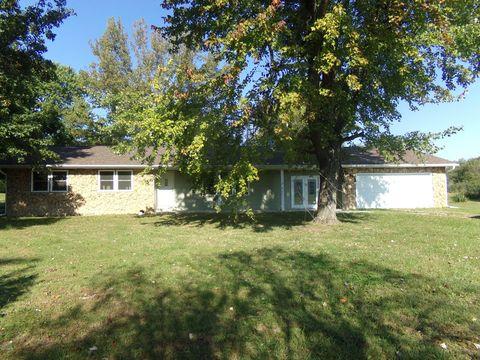 Photo of 610 Briarwood Dr, De Soto, IL 62924