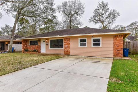 2802 Oak Dr, Dickinson, TX 77539