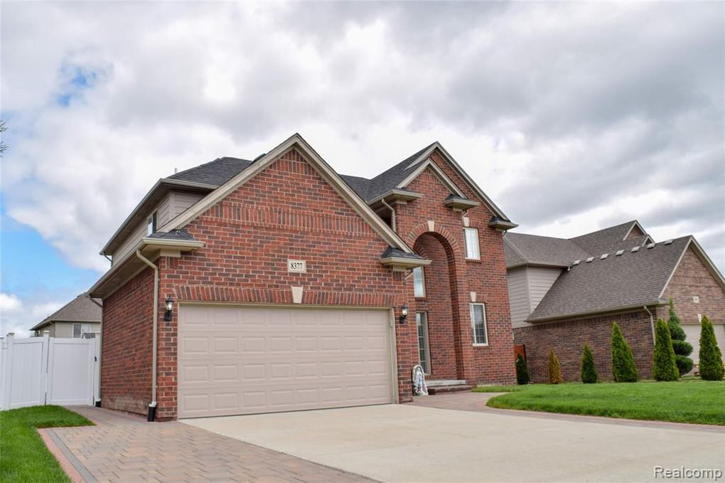 8377 Remie Dr, Sterling Heights, MI 48312