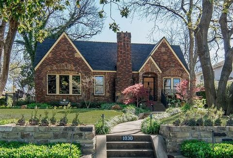 4 bedroom homes for sale in kessler park dallas tx for 8 bedroom house for sale in texas