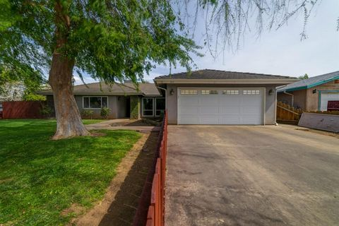 Photo of 429 N Francis Ave, Exeter, CA 93221