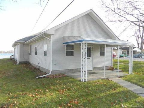9423 N River Rd, Clay Township, MI 48001