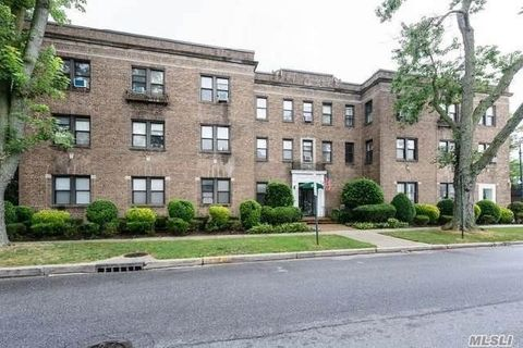 222 7th St Apt 3 E, Garden City, NY 11530. Condo/Townhome