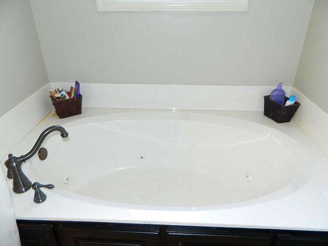 Bathroom Vanities Jackson Tn 55 siesta dr, jackson, tn 38305 - realtor®