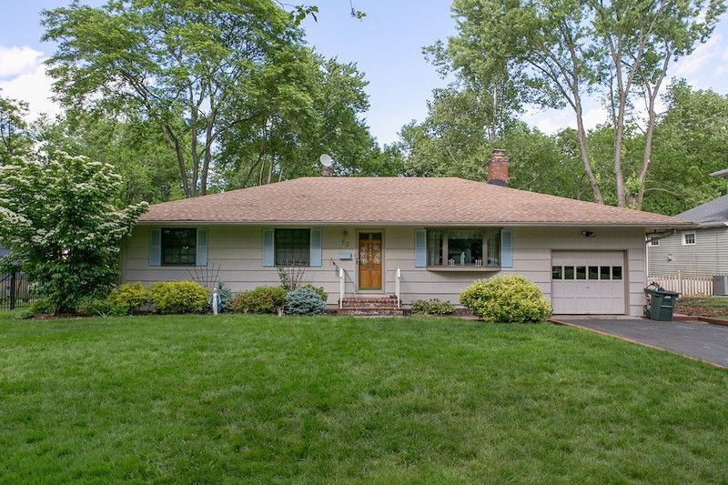 53 Cromwell Ct, Berkeley Heights, NJ 07922