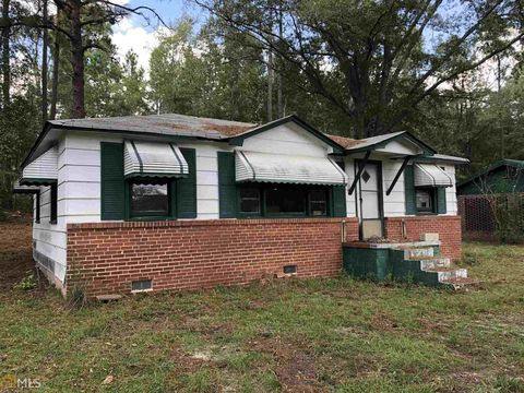 Photo of 224 Carver St, Swainsboro, GA 30401. House for Sale