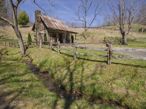 Photo of 1705 Big Brush Creek Rd, Green Mountain, NC 28740