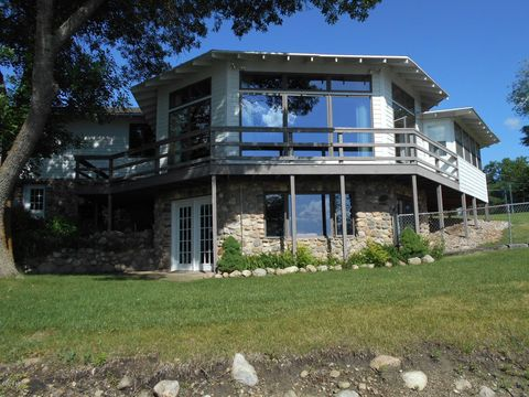 Photo of 920 S Lake Dr, Watertown, SD 57201