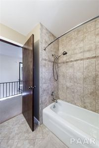 Bathroom Remodeling Peoria Il 178 e south lakeview dr, east peoria, il 61611 - realtor®