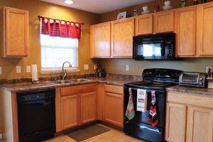 6045 Marsh Cir, Goshen Township, OH 45140 - Kitchen