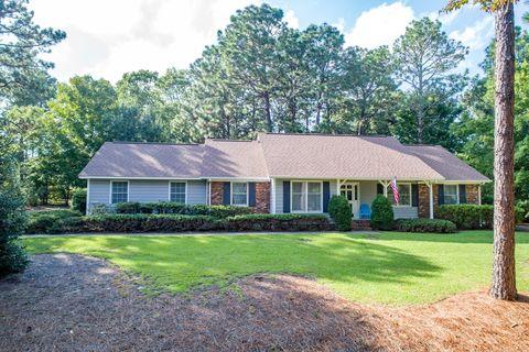 215 Edinboro Dr, Southern Pines, NC 28387