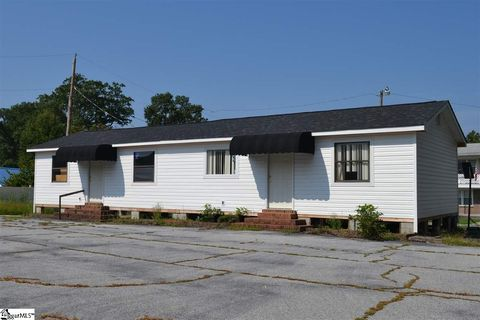 Photo of 505 N Broad St, Clinton, SC 29325