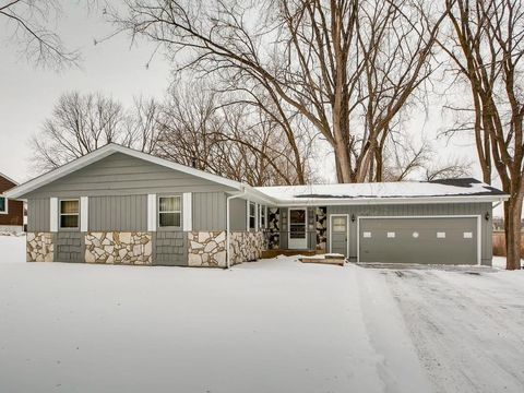 Photo of 5570 Kentley Ave, Golden Valley, MN 55422