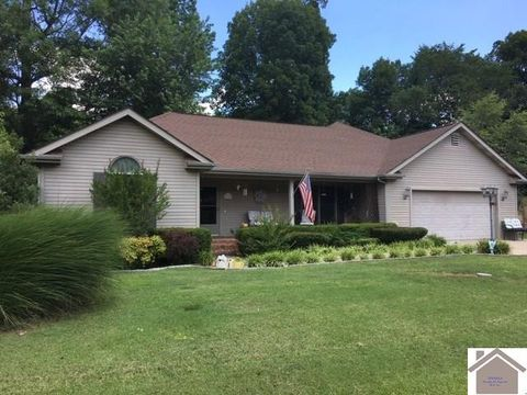 Photo of 1631 Creekview Dr, Paducah, KY 42003