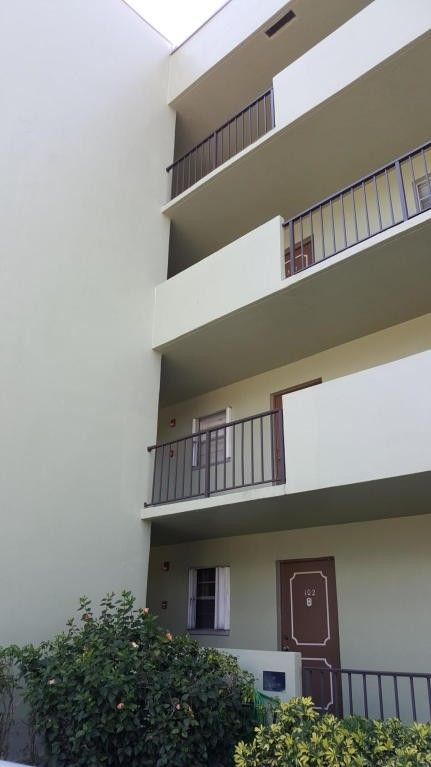 1638 Embassy Dr Apt 402, West Palm Beach, FL 33401