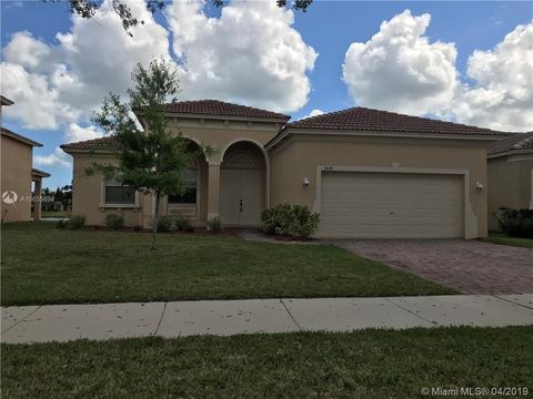 Photo of 5614 Place Lake Dr, Fort Pierce, FL 34951