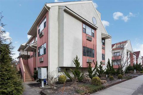 651 Shore Rd Apt 2 B, Long Beach, NY 11561. Townhome For Rent
